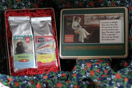 Commemorative Phoebe Snow Christmas Tin Gift Pack (2 Coffees) 1